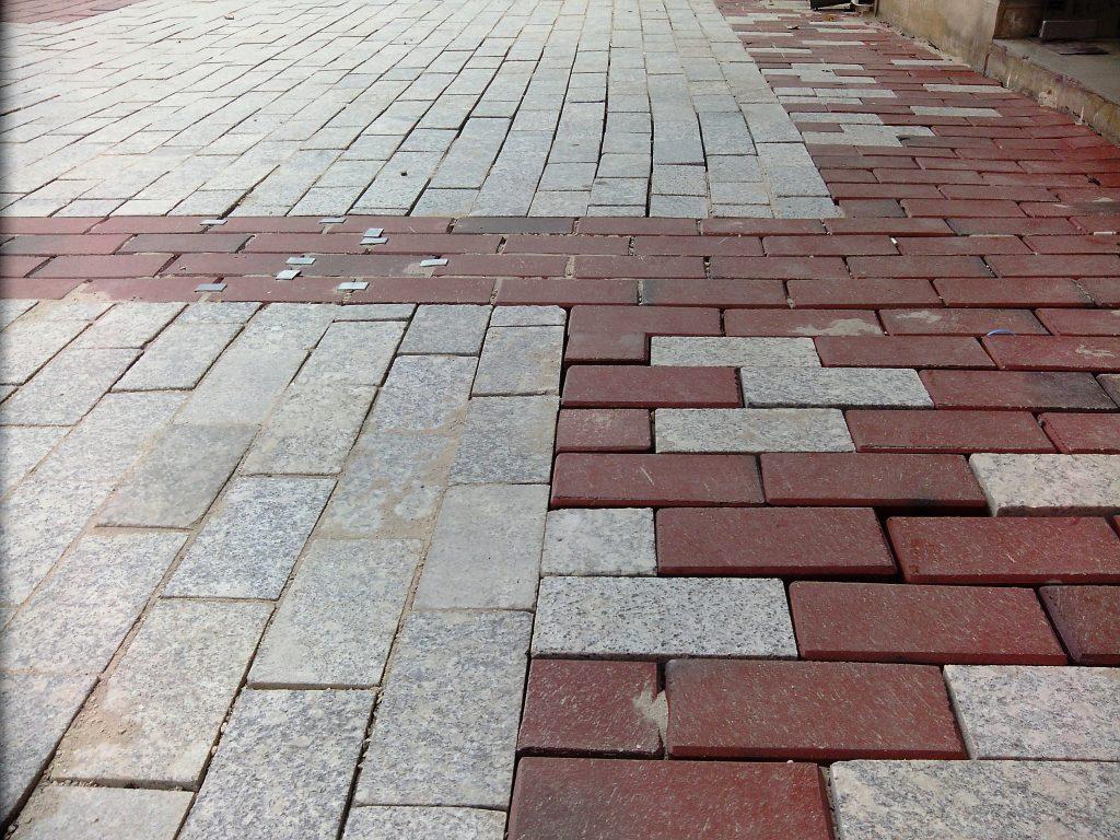 некачествен ремонт на главната пешеходна улица на Варна
